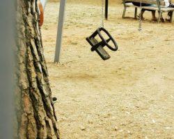 """Vico del Gargano, vandalizzato parco giochi: lo sfogo del sindaco Sementino """"Ora basta: chi sbaglia, paga"""""""