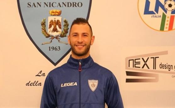 Città di San Nicandro. l'Attaccante Antonio Biscotti carica i suoi a suon di gol