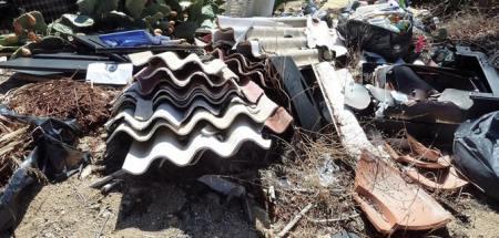 Lesina sequestrata maxi discarica abusiva, tra i rifiuti anche eternit