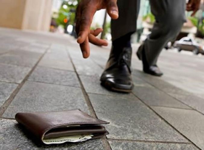 INCREDIBILE, MA VERO: Sannicandro Garganico, rinviene portafoglio con 10mila euro in contati e lo restituisce al legittimo proprietario.