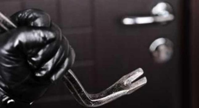 VIESTE: Tenta il furto in una scuola,  arrestato.