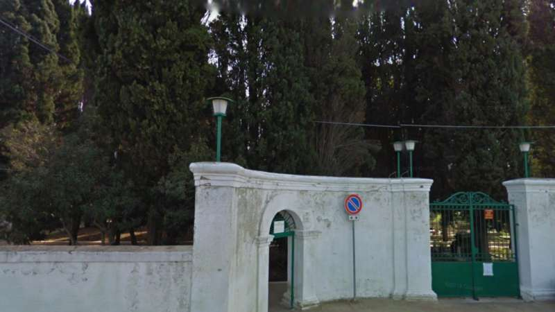 Sannicandro g.co Forte vento, chiuso il cimitero comunale Ordinanza sindacale per scongiurare pericolo a seguito della caduta di alberi