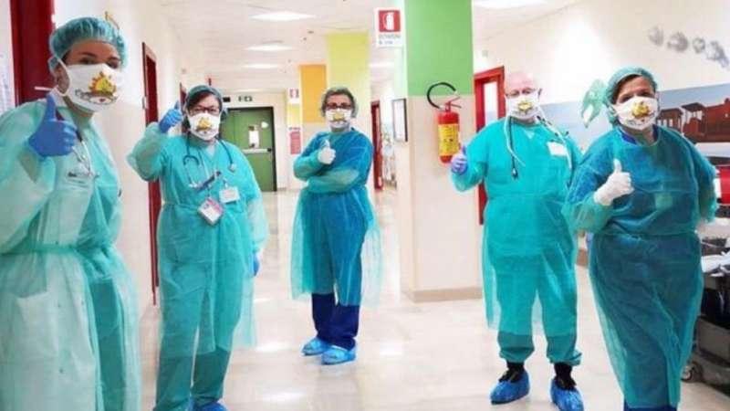 """Giovane infermiere dona 400 mascherine a Casa Sollievo: """"Guarito da linfoma oggi lotto contro il Covid19"""""""